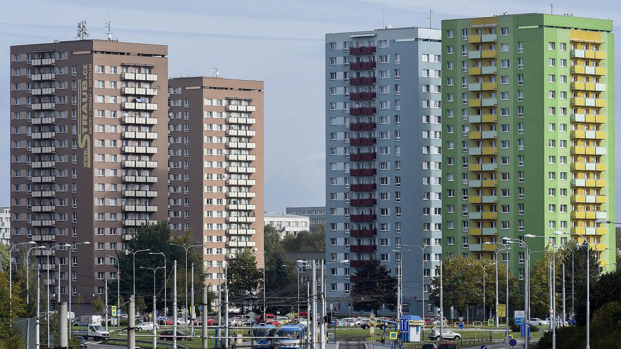 Poptávku povzbuzují levné hypotéky, zrušení daně zpřevodu nemovitosti ilidé kupující byty jako investici.