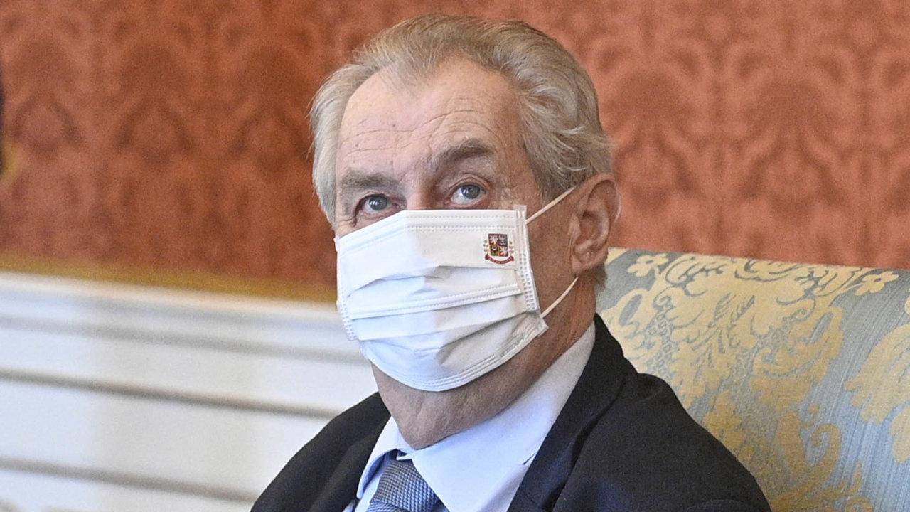 Poslední kapka. Prezident Miloš Zeman naštval senátory svým prosazováním neschválené ruské vakcíny Sputnik. Část senátorů v čele s Pavlem Fischerem by ho chtěla odvolat pro neschopnost vykonávat úřad.
