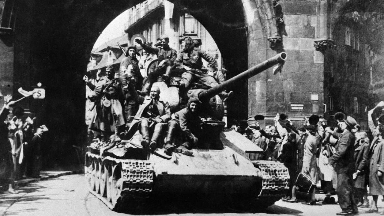 Rudoarmějci v Praze, rok 1945.