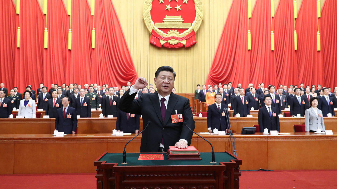 Čína se může stát největší světovou ekonomikou. Ačkoliv z jejího růstu budou některé země i nadále profitovat, menší ekonomiky může ohrožovat, říkají odborníci.