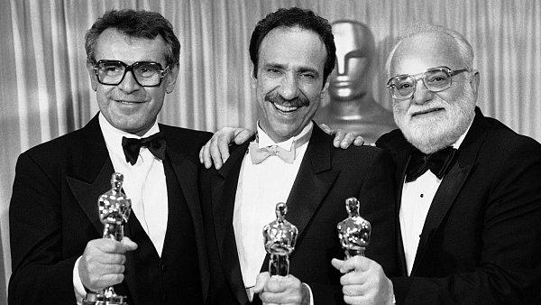 Forman s hercem F. Murray Abrahamem a producentem Sauelm Zaentzem po oscarovém úspěchu Amadea