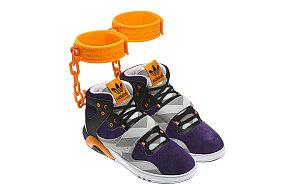 Může být bota rasistická  Adidas po vlně kritiky stáhl z prodeje tenisky s  okovy 8764a42aef
