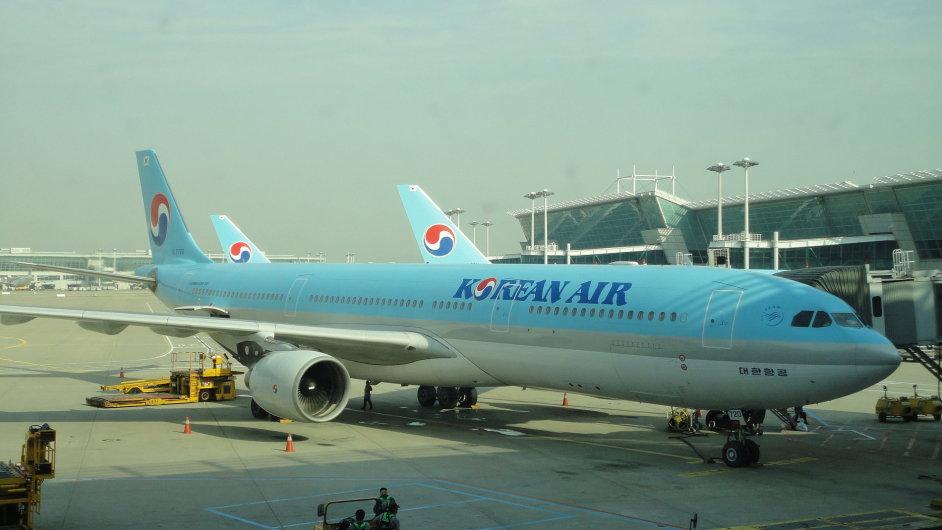 Letadlo Korean Air na Letišti Václava Havla v Praze