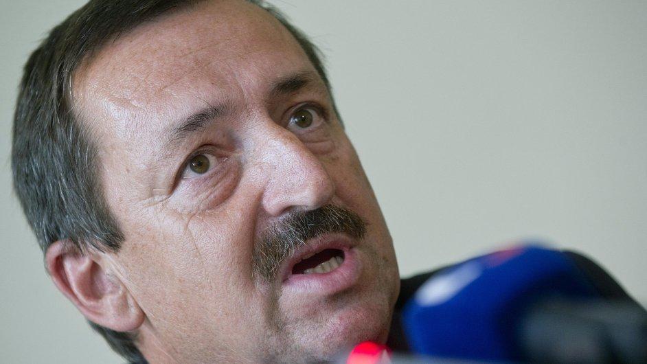 Nový ředitel Českých drah Dalibor Zelený bude brát o polovinu méně než jeho předchůdce Žaluda