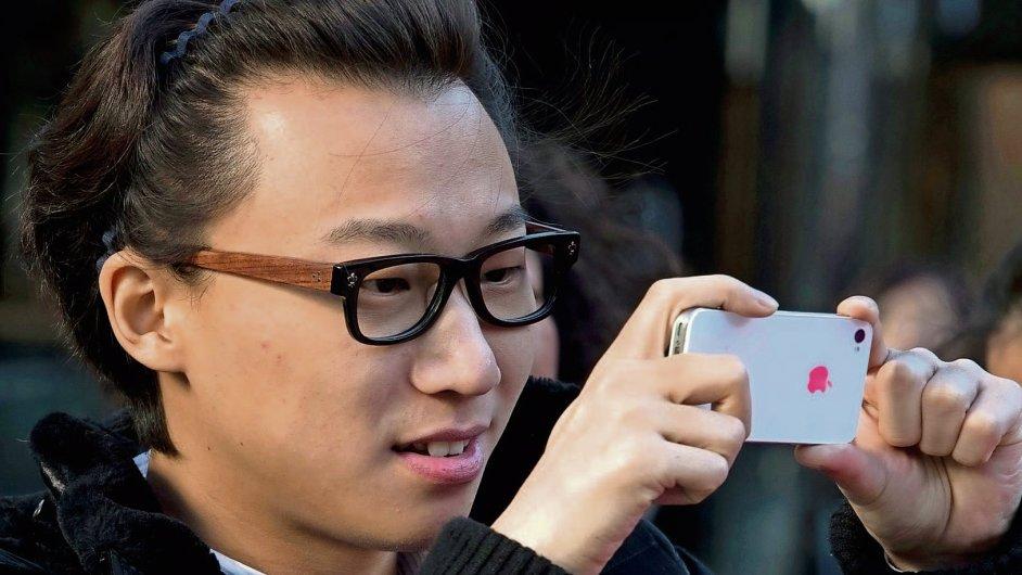 China Mobile, největší operátor na světě podle počtu zákazníků, začal prodávát iPhony 6 od října.