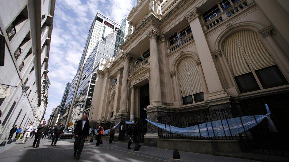 Argentinská centrální banka v Buenos Aires se musí potýkat se