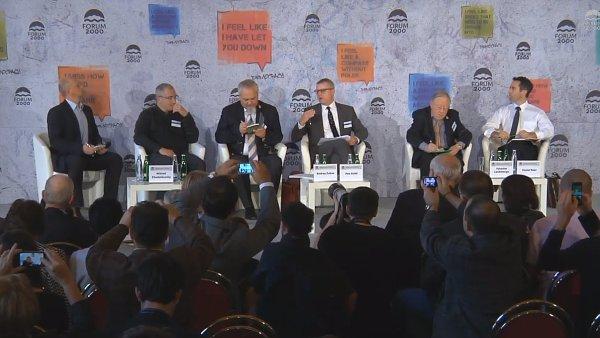 Michail Chodorkovský, Andrej Zubov a další na panelu Fora 2000