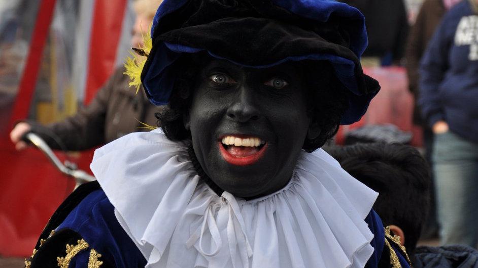 Černý Petr neboli Zwarte Piet už dávno není karikaturou černocha s hranou přihlouplostí, ale je pravou rukou Mikuláše.