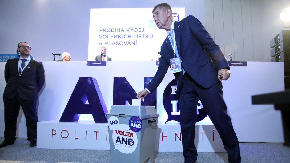 Andrej Babiš na celostátním sněmu hnutí ANO.