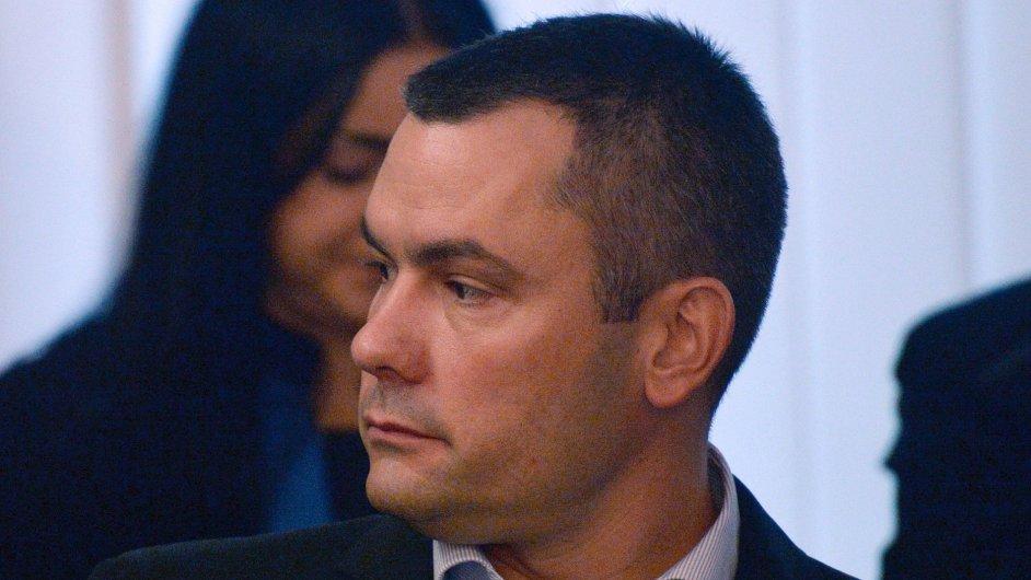 U Městského soudu v Prazezačalo 18. listopadu hlavní líčení v případu lobbisty IvaRittiga a dalších devíti lidí ohledně petrochemickéspolečnosti Oleo Chemical. Skupina podle obžalobyvyvedla z firm