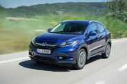 Design nov� Hondy je modern�. Auto siln� p�ipom�n� men�� model Jazz, ze kter�ho vych�z�.