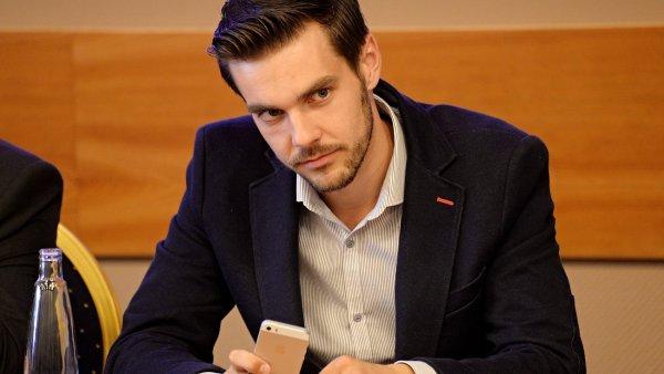 Nejsem nov�m Gazd�kem, ��k� ��f stranick�ho klubu TOP 09 Petr Duch��ek