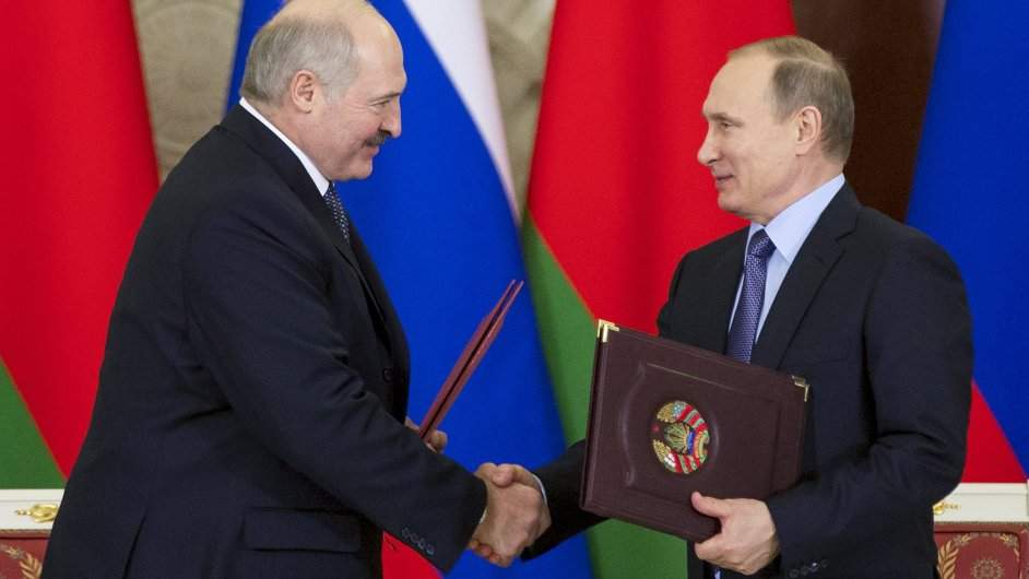 Vladimir Putin a Alexandr Lukašenko v Kremlu.