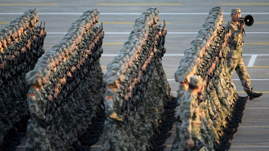 Čínská armáda při oslavách konce druhé světové války na vojenské přehlídce.