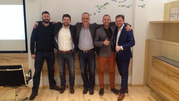 Jan Galgonek (druhý zleva) se stává manažerem Dentsu Aegis pod vedením Petra Chajdy (uprostřed)