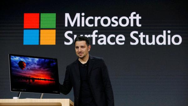 Panos Panay představuje nový počítač Microsoft Surface Studio.