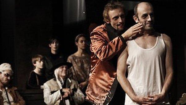 Dorstovu hru Merlin uvedlo v roce 2010 Švandovo divadlo v režii Dodo Gombára.