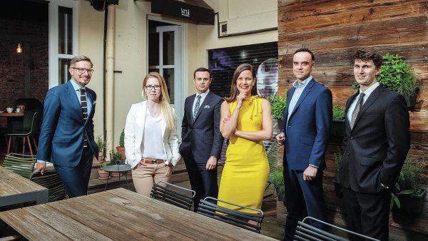 Inovativní právníci 2017 (zleva) Robert Neruda, Jana Sedláková, Jan Sůra, Tereza Jandáčková, David Plch a Ondřej Materna.
