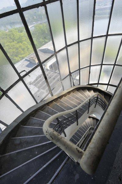 Zchátralý areál Barrandovských teras v Praze.