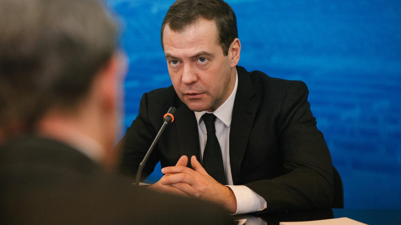 Ruský premiér Dmitrij Medveděv nečekaně vystoupil proti cenzuře kultury. V poslední době se spekuluje o tom, zda Medveděv nebude odvolán.