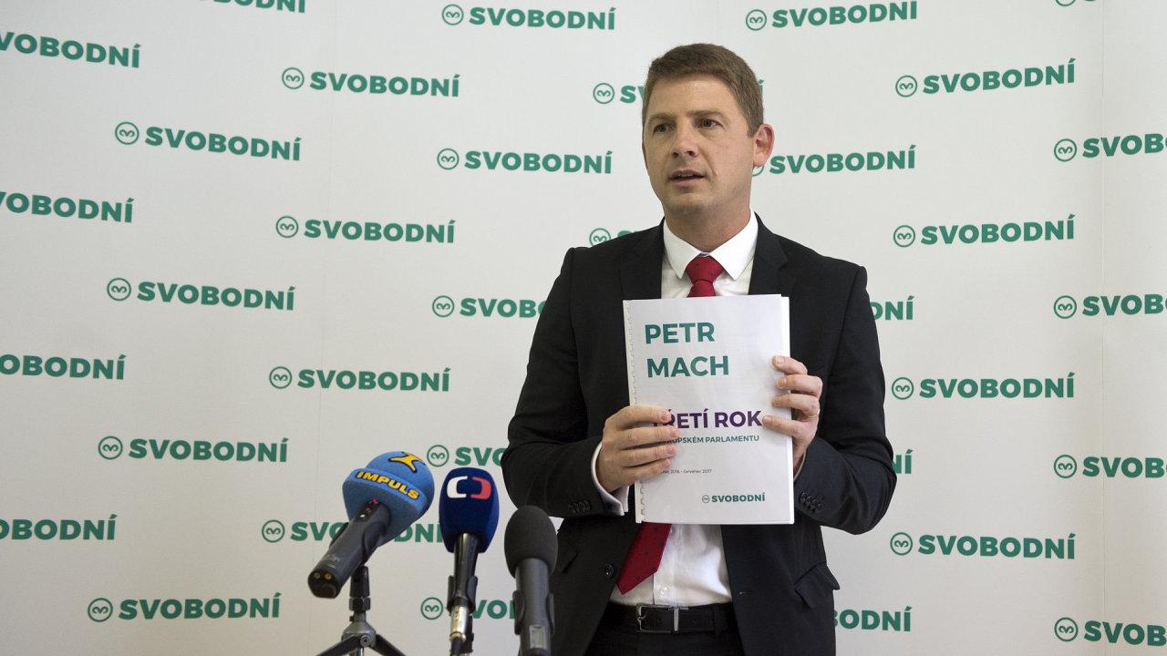 Předseda svobodných Petr Mach oznámil rezignaci na post europoslance.