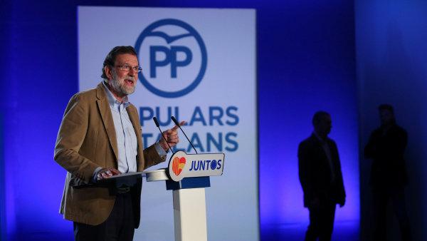Premiér Mariano Rajoy na volebním mítinku Lidové strany v Barceloně.