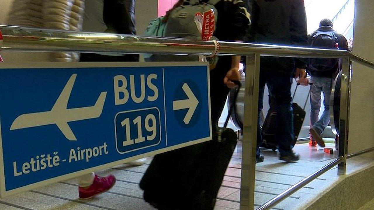 Na nádraží Veleslavín už cestujícím poslíček nepomůže. Nahradily ho nové eskalátory