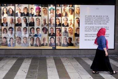 Země na rozcestí: Švédi před nedělními volbami neřeší práci ani ceny. Hlavním tématem je migrace a bezpečnost, připouštějí i tamní Češi