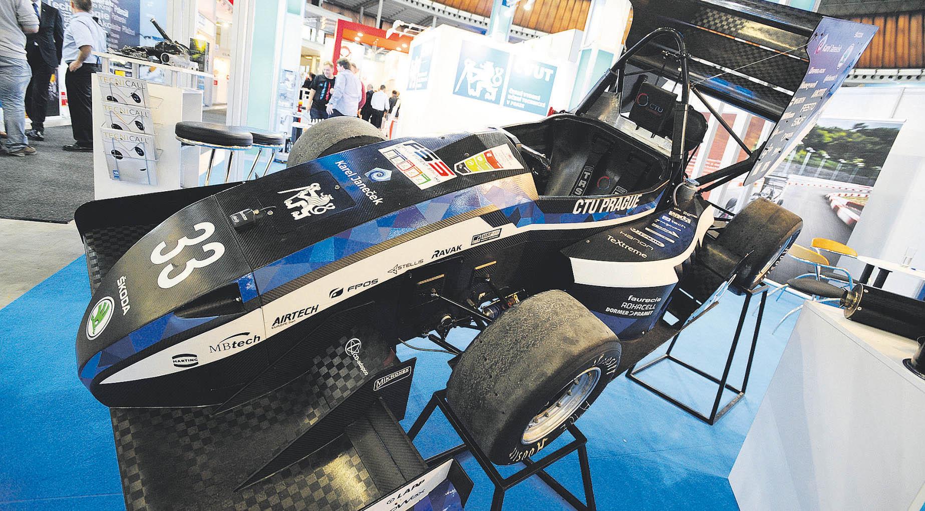 Nový model Formule Student je oproti předchozím modelům lehčí a má nižší těžiště.