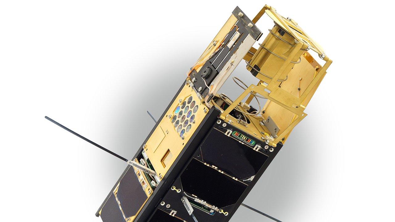 první česká nanodružice VZLUSAT-1.