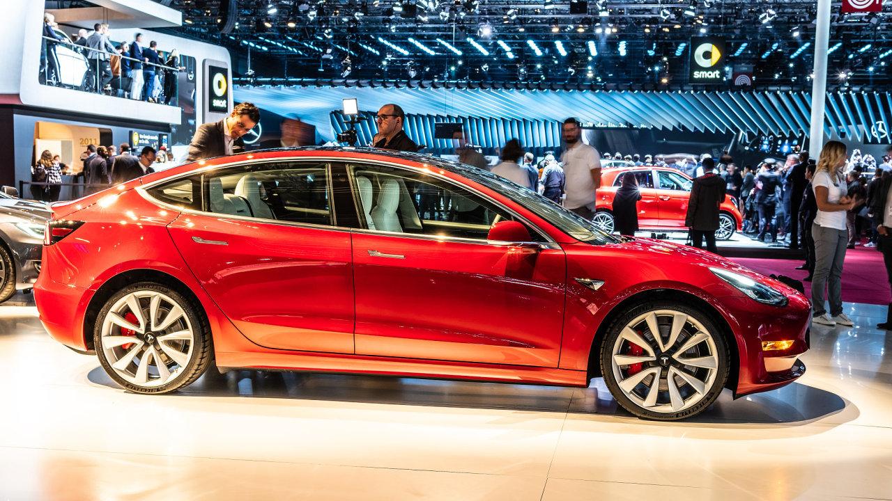 Elektromobil Tesla Model 3.