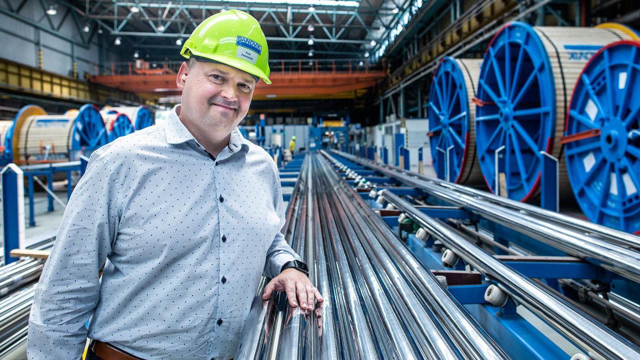 Výroba stoupá. Ředitel Sandviku Chomutov Petr Janoušek si pochvaluje rostoucí investice vropném průmyslu.