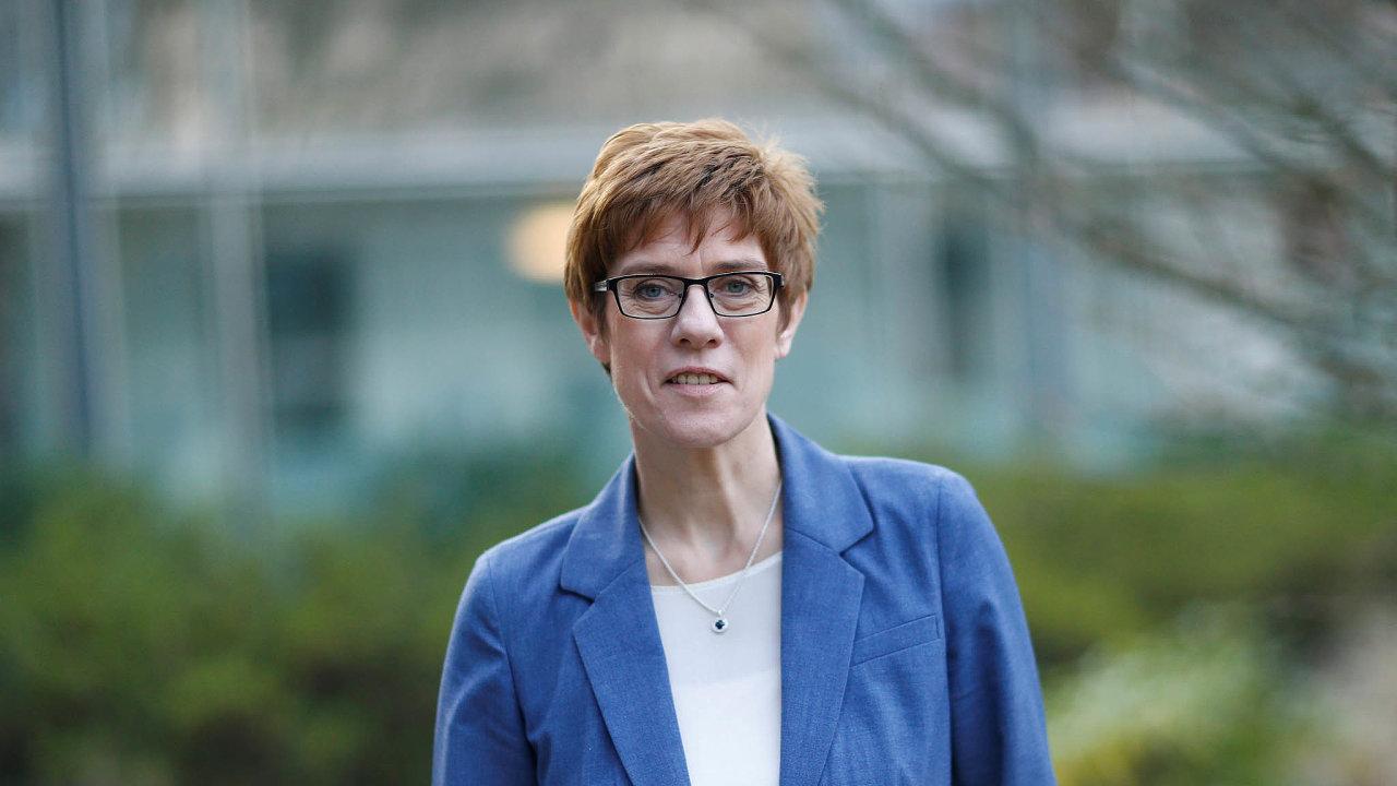 Předsedkyně německé vládní Křesťanskodemokratické unie Annegret Krampová-Karrenbauerová se stala ministryní obrany.