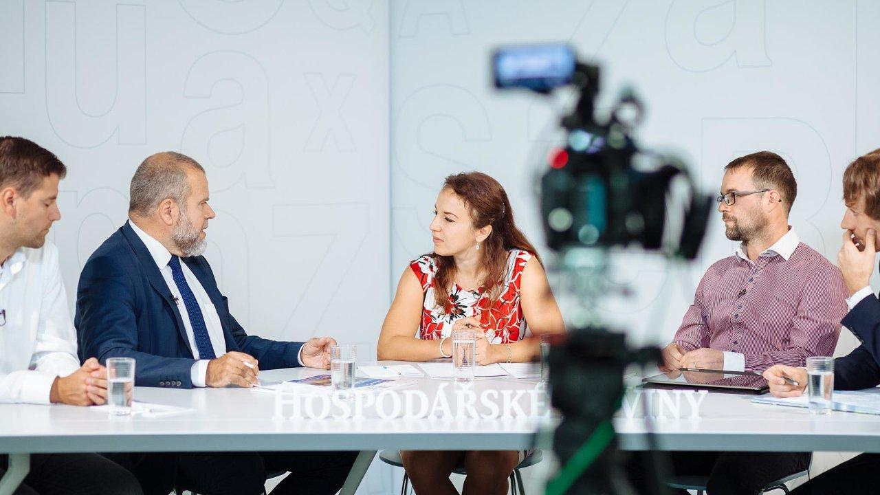Debata oprůmyslových stavbách (zleva): Martin Polák (Prologis), Jan Skalický (Vodní cesty), moderátorka Zuzana Keményová (Hospodářské noviny), Pavel Obrdlík (Ekopontis) aDavid Chládek (CTP Invest)