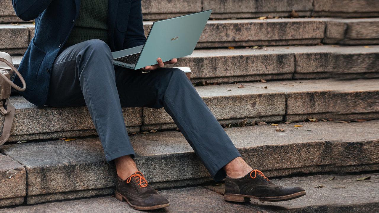 Acer Swift 3 je tenký a lehký, nešetří přitom ani na výkonu
