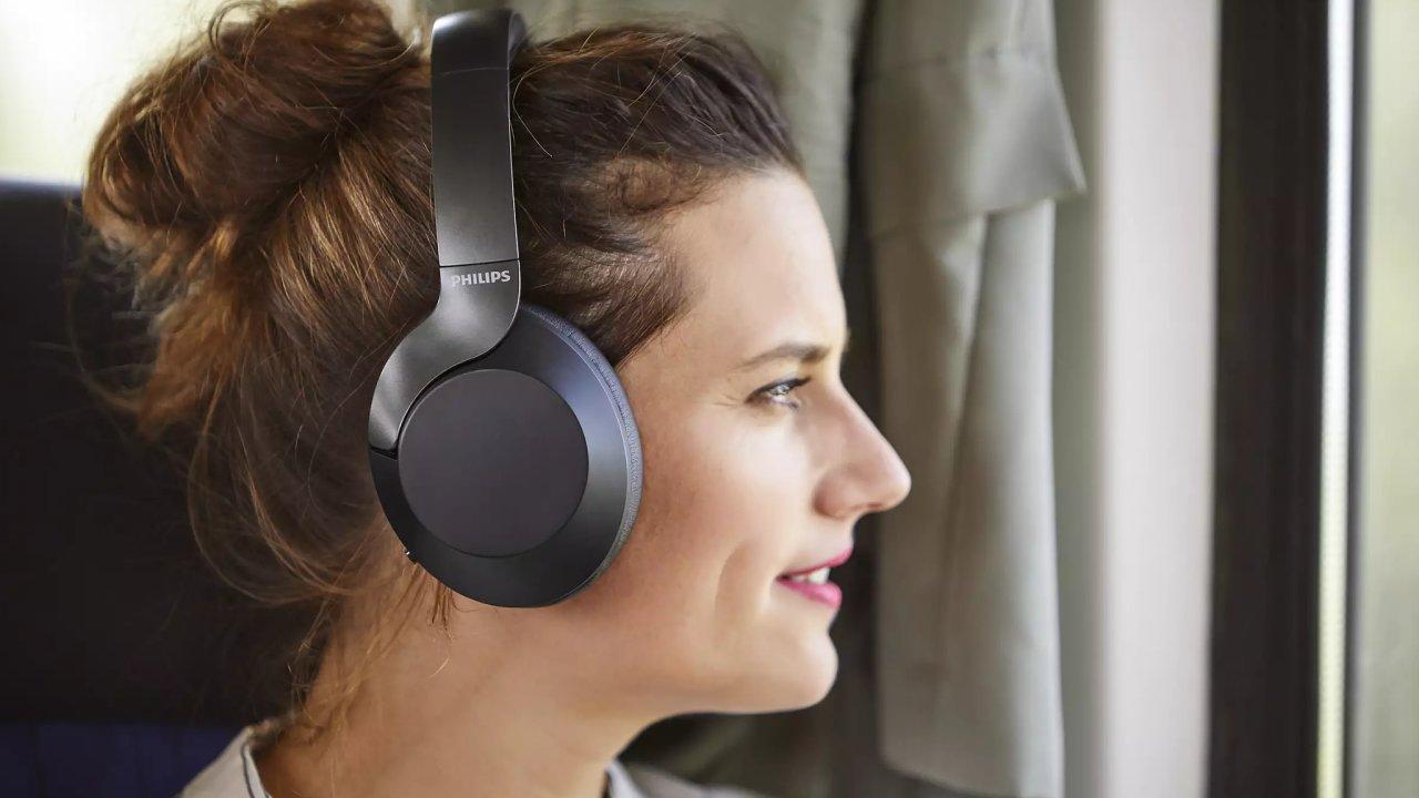 Sluchátka PH805 chtějí sebrat zákazníky dražším modelům od Sony a Bose