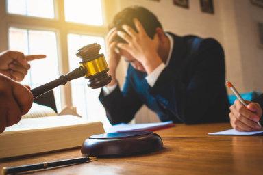 Kodpovědnosti zadluhy budou moci insolvenční správci pohnat nejen členy představenstev, jednatele aředitele, ale třeba ijejich manželky.