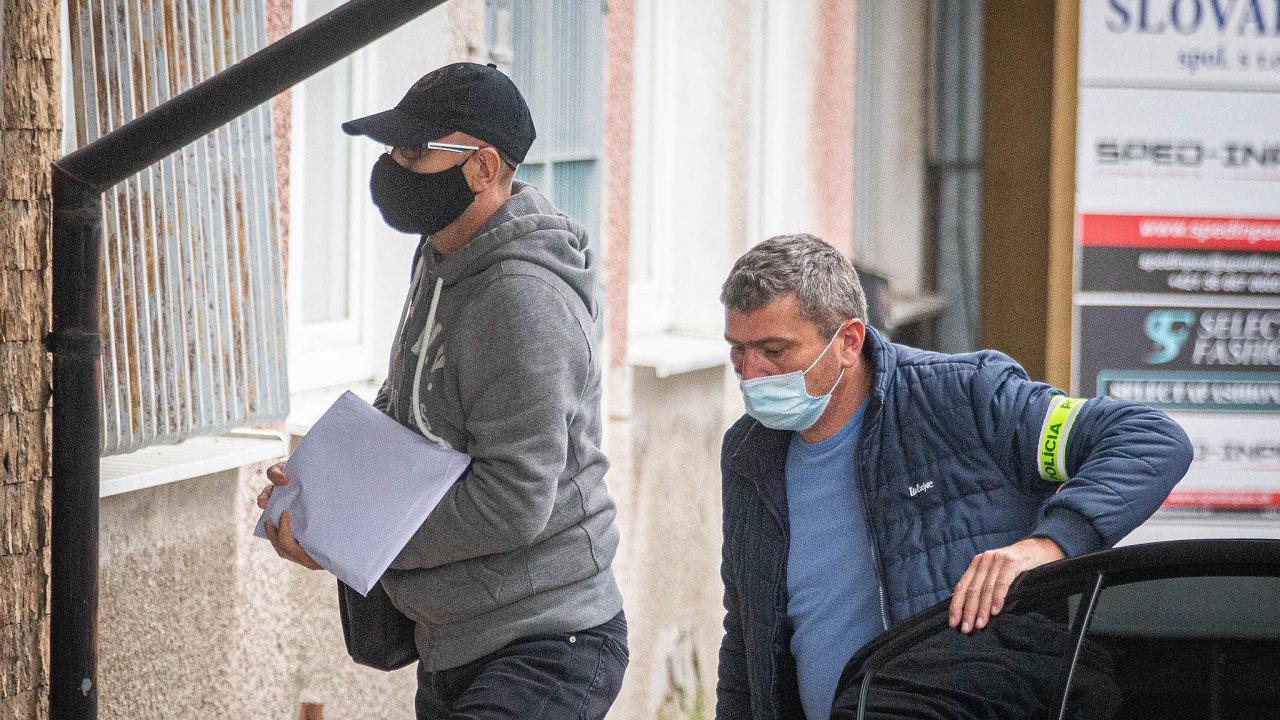Slovenská policie zadržela avyslýchala kromě řady soudců ivýznamného podnikatele Zoroslava Kollára. Jeho podnikání zasahuje idoČeska.