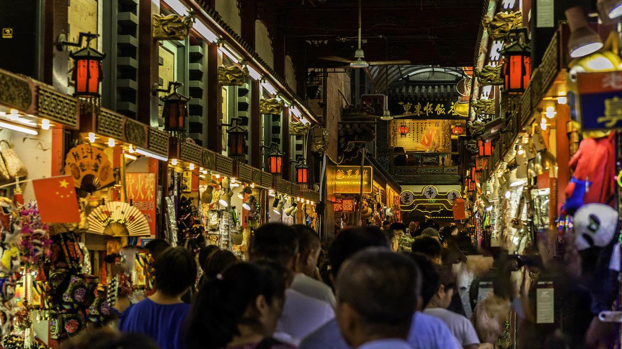 Šance naohromný čínský trh. Ta nabídka je lákavá, ale historické zkušenosti nadruhou stranu varují.