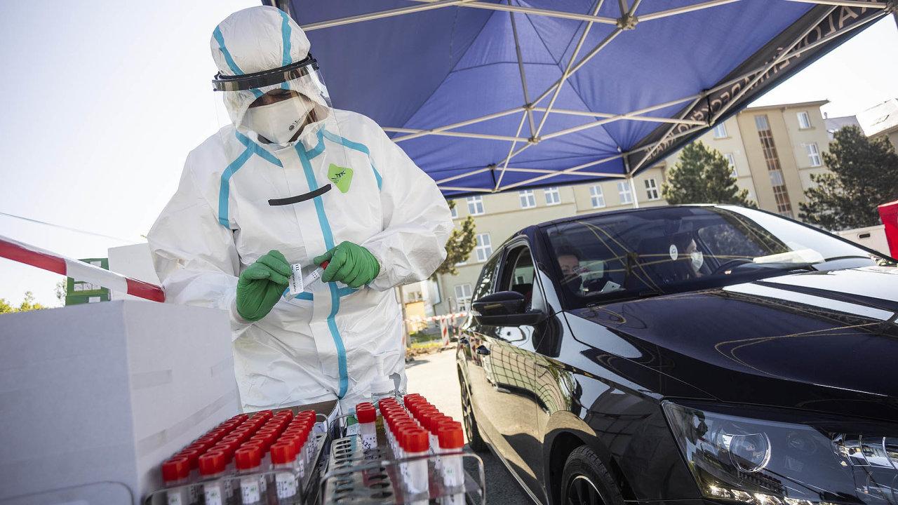 Doočkování se hodlá zapojit třeba iŠkoda Auto s35 tisíci pracovníků. Automobilka už vlednu uvedla, že by denně dokázala naočkovat kolem 1200 lidí.