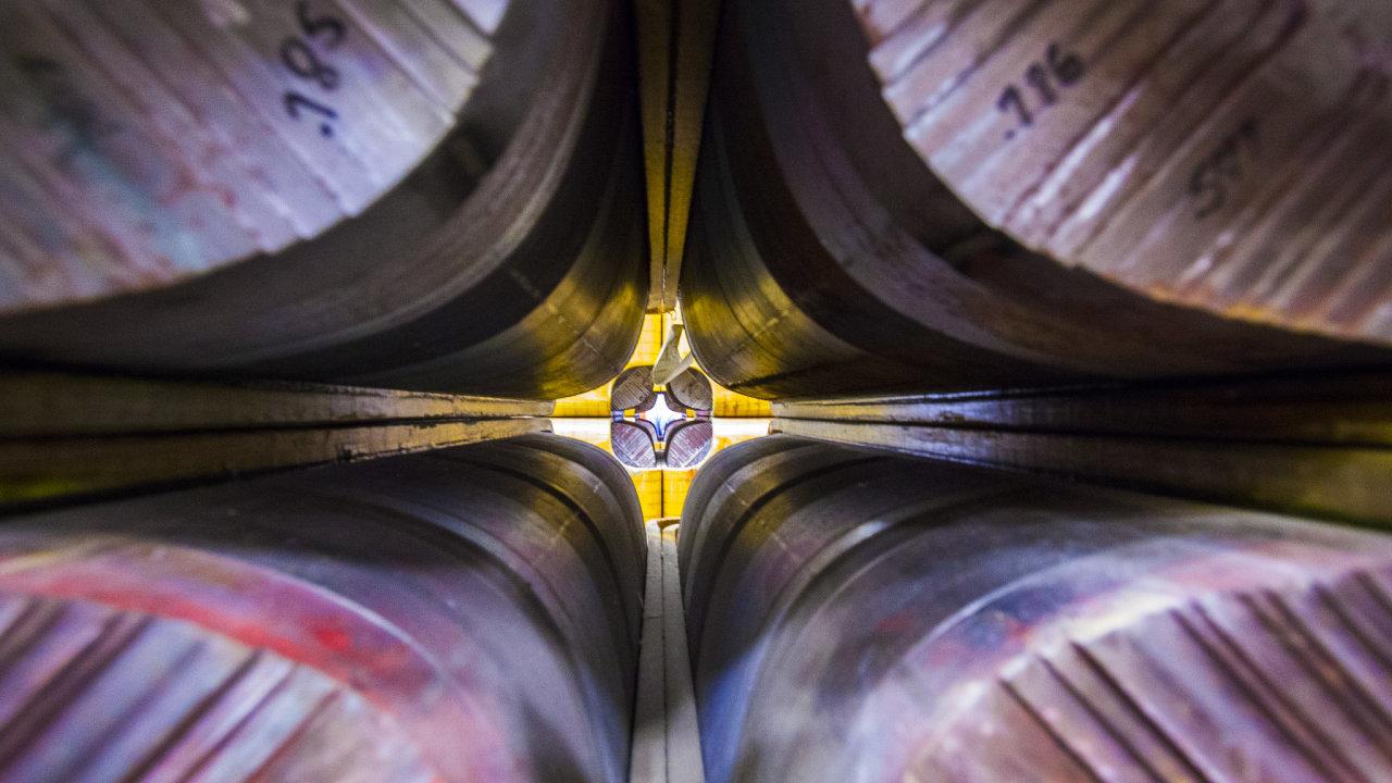 Vnitřek prstence experimentu Muon g-2 umístěného v laboratoři Fermilab poblíž Chicaga. Možná zde vědci nalezli důkazy pro pátou sílu, možná ale nakonec jen potvrdili přesnější výpočet.