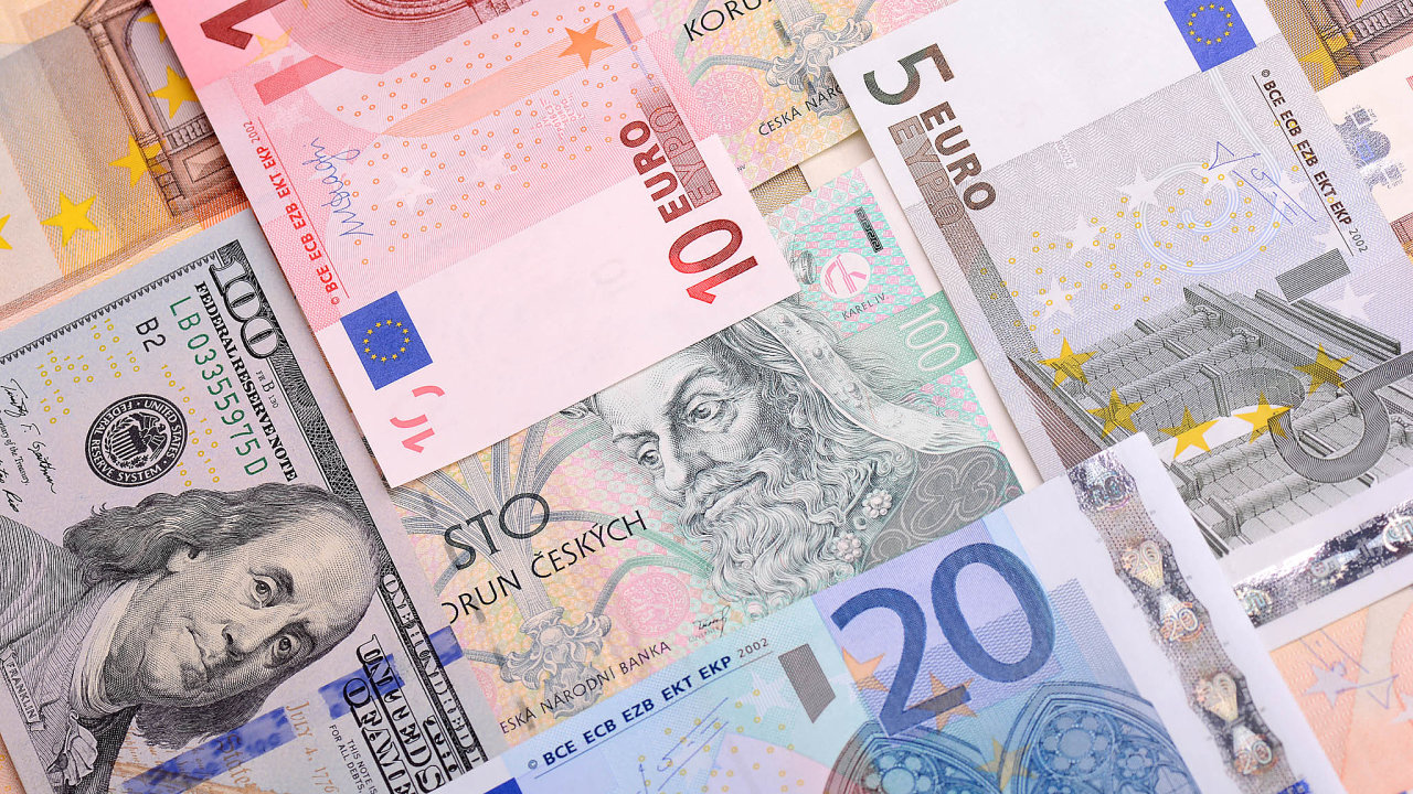 Americký dolar si drží roli světové měny od roku 1915. Časem by ho ale mohla nahradit jiná měna. Zatímco koruna a pravděpodobně ani euro nemají velkou šanci, prvenství by mohl převzít čínský jüan.
