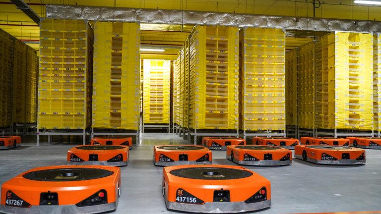Robotické jednotky budou zaměstnancům pomáhat při každodenním vyřizování zákaznických objednávek.