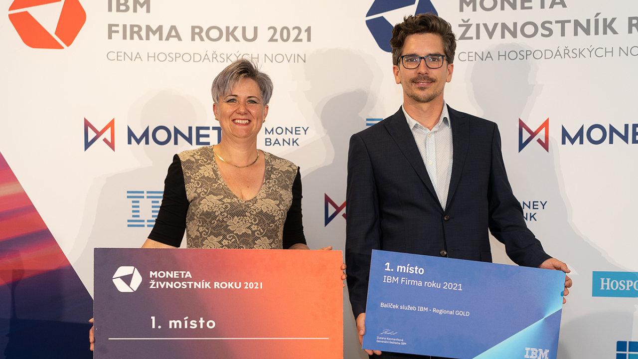 Živnostník roku v Jihočeském kraji Markéta Blažková a spolumajitel Firmy roku Jan Dolejší.