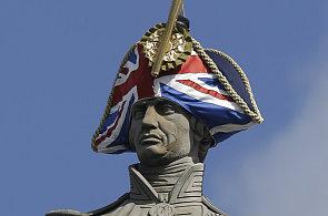 Olympijský Londýn myslí i na své návrháře. Slavné londýnské sochy dostaly klobouky