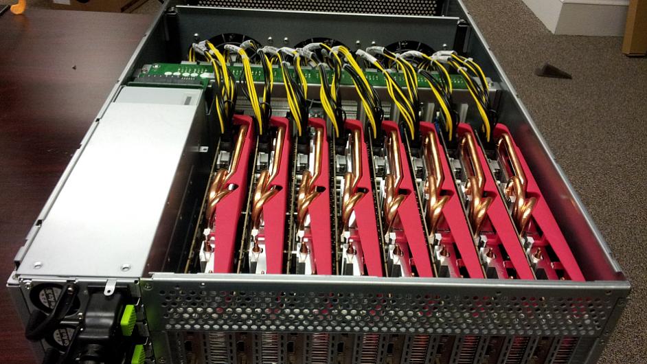 Detail uspořádání grafických karet v jednom ze serverů