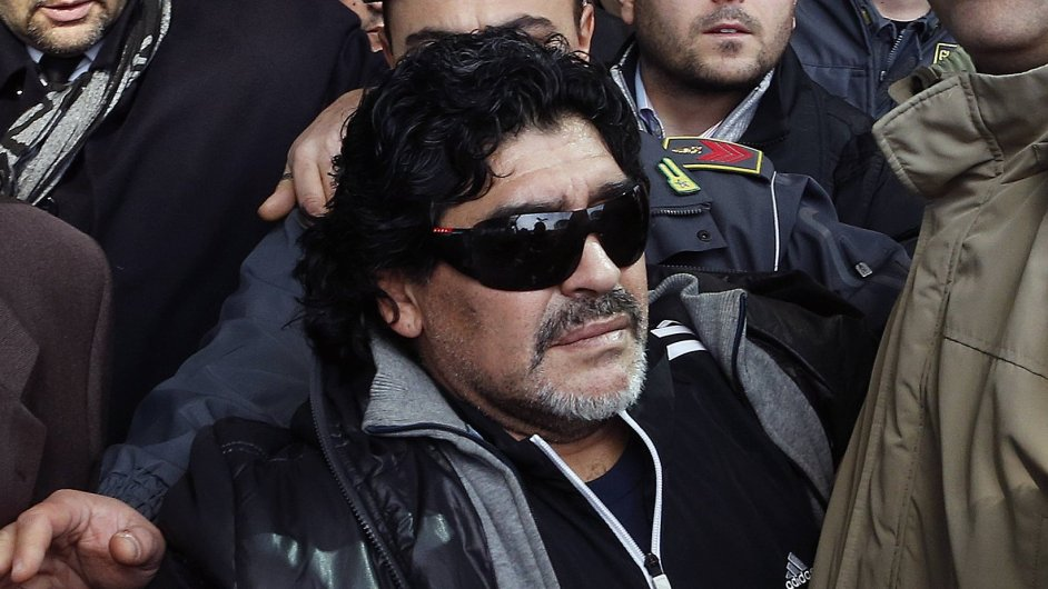 Diego Maradona dorazil do Itálie