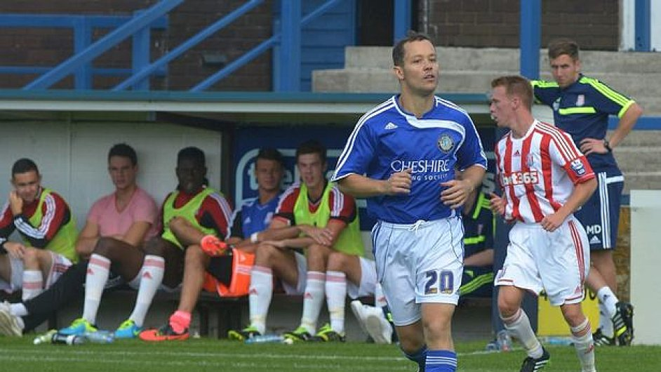 Anglický podnikatel James Gorfin hraje proti Stoke