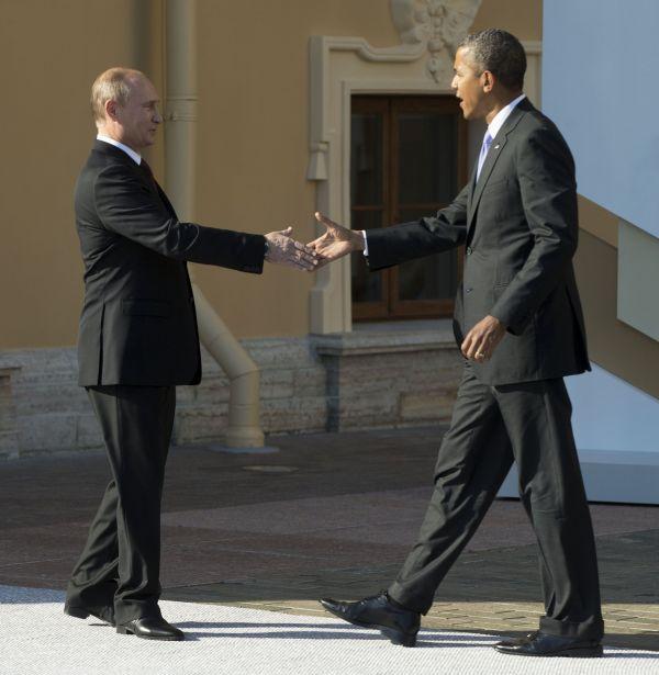 Vladimir Putin víta Baracka Obamu v Petrohradu