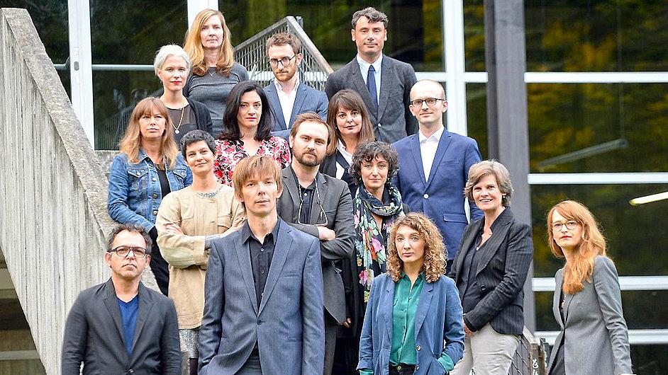Umělecký ředitel Adam Szymczyk (vpředu druhý zleva) s přípravným výborem